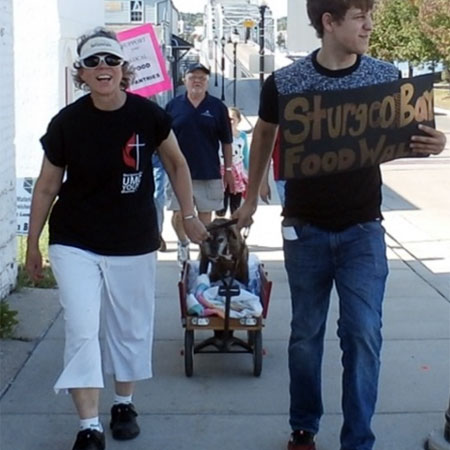 Two people participating in the Sturgeon Bay 2020 food walk